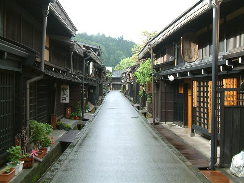 Takayama-Furui-machi-nami