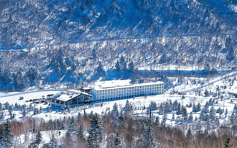full-view-East-Building_winter-shiga-kogen-prince-hotel1