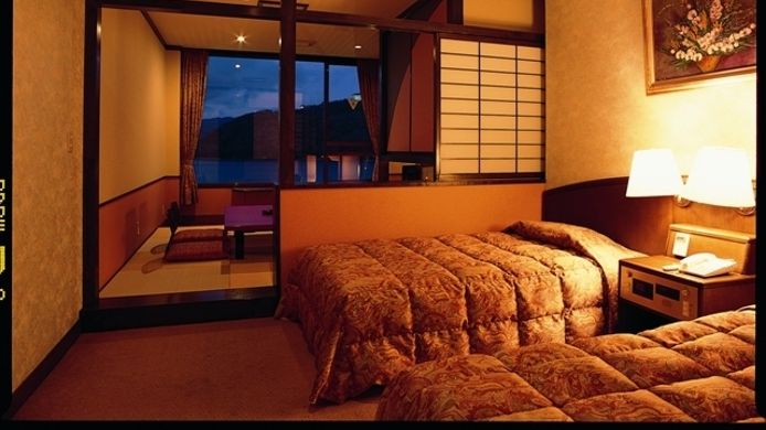 RYOKAN_Hamanako_Kanzanji_Onsen_Kaikatei-Hamamatsu-shi-Zimmer_mit_Seeblick-1-730526
