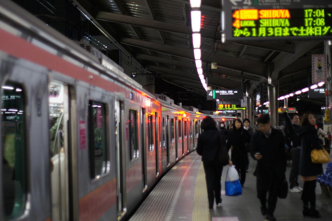 中目黒駅_Nakameguro_station_platform_no.4