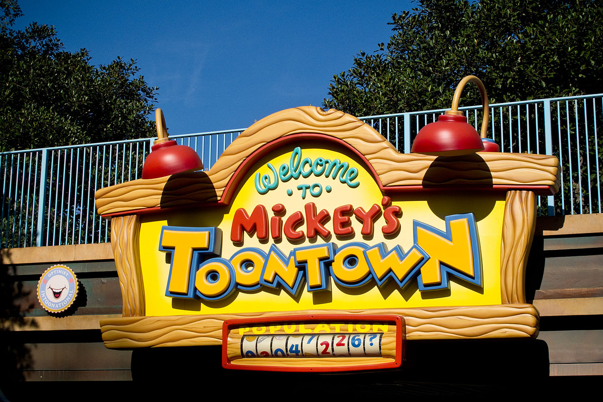 1200px-Mickeys_Toontown_entrance_sign